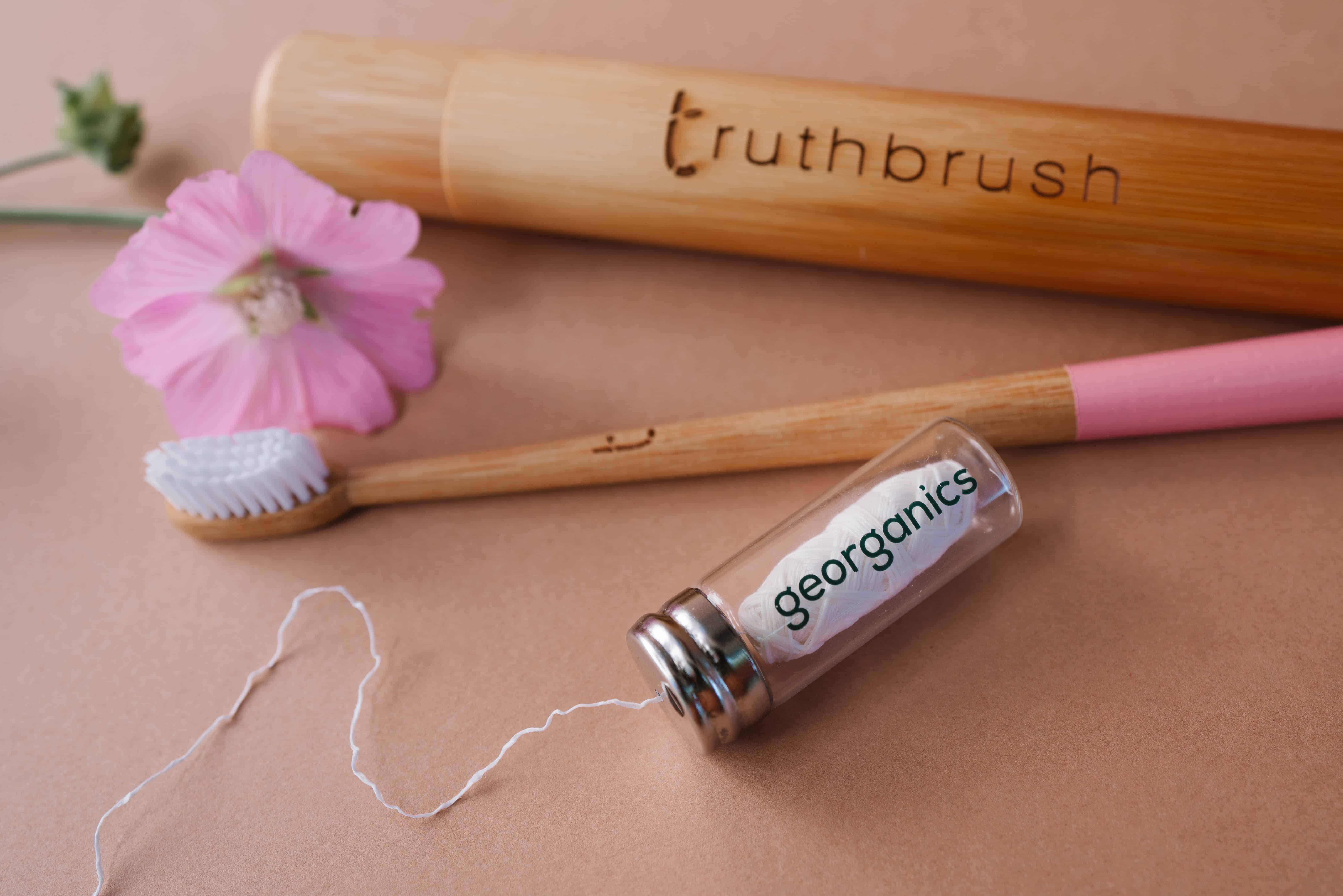 Plastic free mouth health with dental floss from georganics