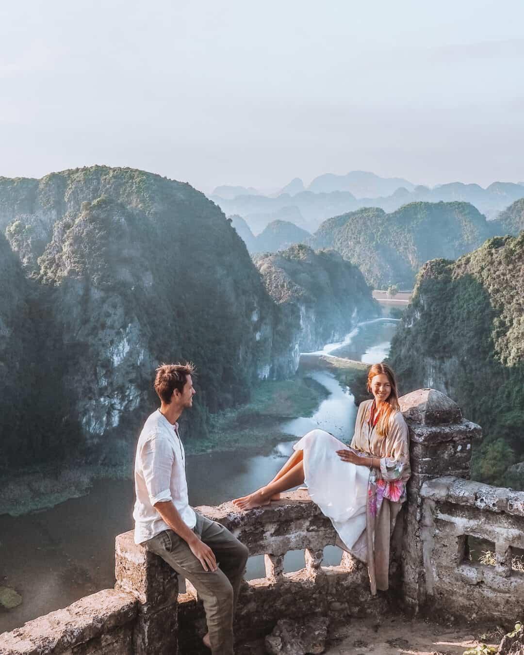 Mua Cave Hang Mua Viewpoint Couple
